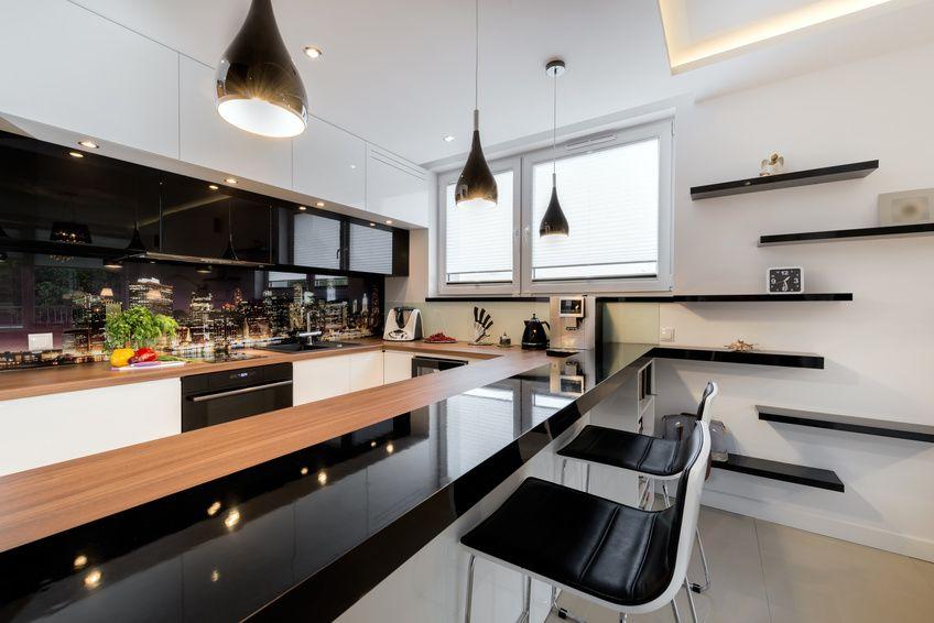 Czerń i biel w kuchni oraz łazience
