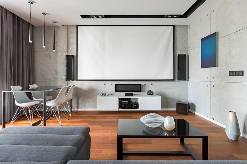 Salon z projektorem – pomysły na modny wystrój